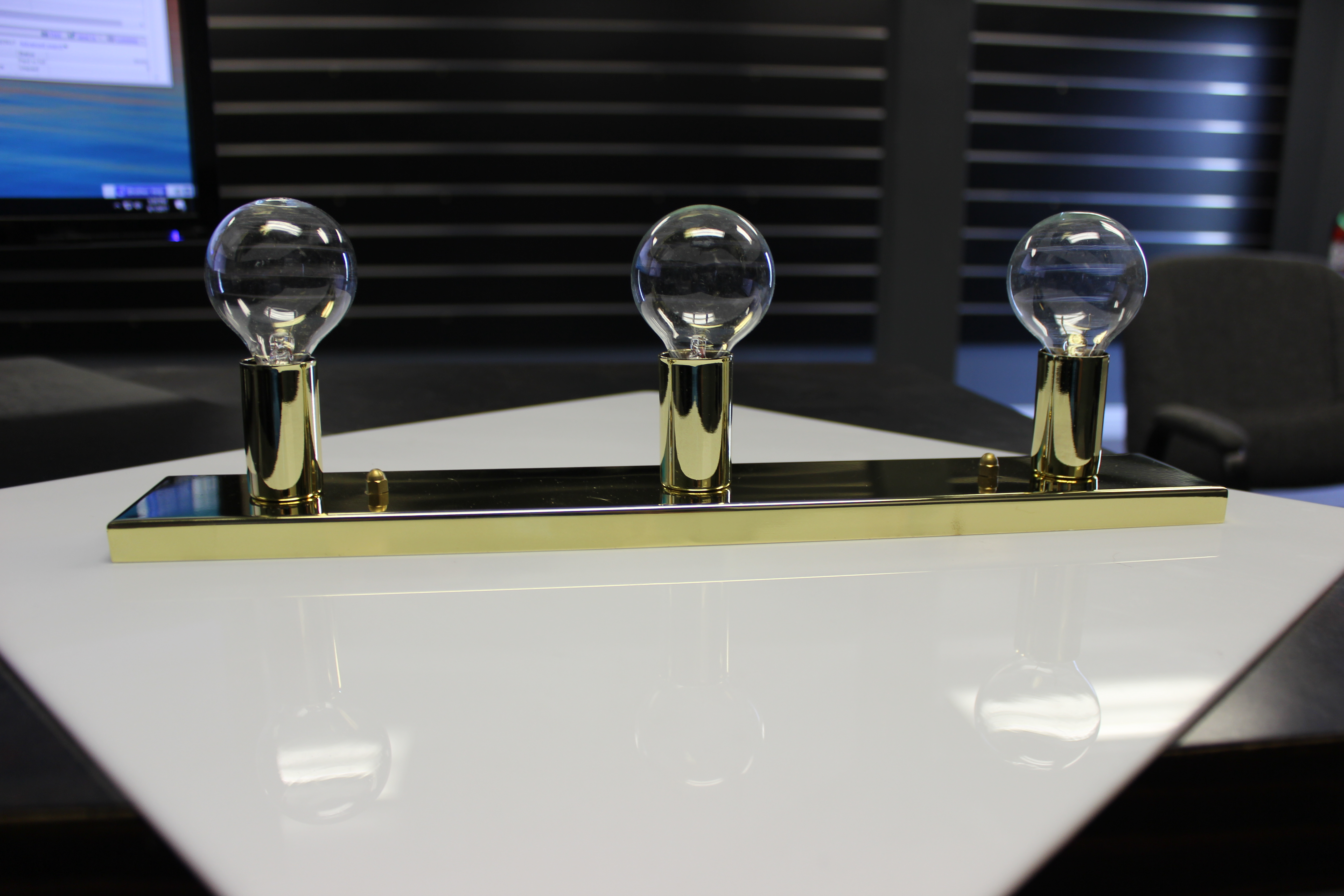 Hollywood Vanity Light Bulbs : 3-Bulb Hollywood Vanity Light - Brass with Clear Bulbs - Jazz Sales
